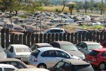 Detran acumula 3,6 mil veículos nos cinco depósitos de Brasília - http://noticiasembrasilia.com.br/noticias-distrito-federal-cidade-brasilia/2015/08/10/detran-acumula-36-mil-veiculos-nos-cinco-depositos-de-brasilia/