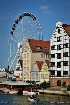Brand-new wheel from which you can see #Gdansk from above. #wheel #JarmarkDominika #attraction | photo: Krzysztof Jach