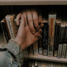 Image uploaded by 𝔅𝔞𝔟𝔶 𝔩𝔞𝔡𝔶. Find images and videos about love, fashion and photography on We Heart It - the app to get lost in what you love. Couple Aesthetic, Book Aesthetic, Aesthetic Pictures, Aesthetic Grunge, Cute Couples Goals, Couple Goals, Cute Relationships, Relationship Goals, Paradis Sombre