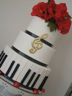 This formal piano cake would look grand at a music recital.  Gold music notes along tables?