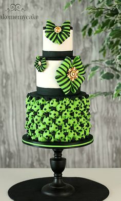 I like this cool color green and black cake