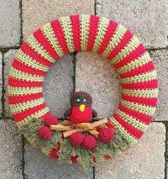 No pattern – Door Types Halloween Door Decorations, Felt Christmas Decorations, Christmas Wreaths, Wreath Crafts, Yarn Crafts, Love Crochet, Crochet Flowers, Crochet Wreath, Snowman Christmas Ornaments