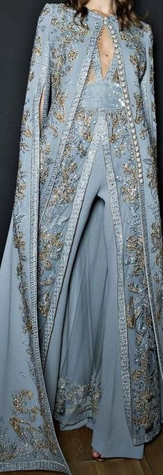 Elie Saab Fall 2017 - Haute Couture Detail Blue Fashion, Runway Fashion, High Fashion, Womens Fashion, Couture Details, Fashion Details, Fashion Design, Beautiful Gowns, Beautiful Outfits