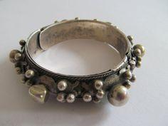 Bracelet argent 800 bracelet Guedra tribal ethnique Musée saranya ethniques en Afrique Asie Inde Yémen Oman l