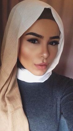 Loose Ombré Hijab Tutorial--Highlighter game on point!