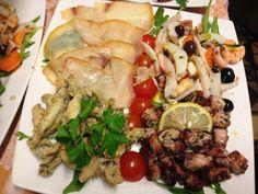 Antipasto di mare con insalata di polpi, insalata mista di mare, pescespada affumicato e alici fritte #sicilianfood #sicilia #sicily #italianfood