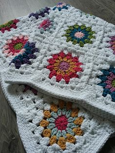 Babyblanket (pattern of Sunburst Granny Square)