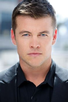 Luke Hemsworth- He and younger brother Chris could be twins, only Luke is the oldest, and much shorter than both of his brothers