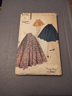 Vintage Vogue pattern for full circle skirt (1959) by MarysCuriosityStore on Etsy Vintage Vogue Patterns, Vogue Sewing Patterns, Full Circle Skirts, Etsy Shop