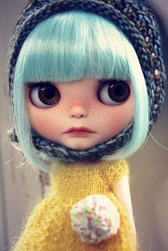 Why don't they sell these dolls in US? I like them better than Monster Higha and Lalaloopsy..oh wait..I don't even have girls to buy them for...BLYTHE Barbie Dolls, Doll Toys, Ooak Dolls, Blythe Dolls, Creepy Dolls, Custom Dolls, Pastel Bob, Blue Bob, Beautiful Dolls