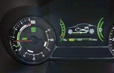 """Kia Optima Hybrid parte da USA   Kia Motors ha presentato in anteprima mondiale al """"Los Angeles Auto Show"""" la berlina Optima nlla variante Hybrid. Sviluppata prima di tutto per il mercato statunitense, adotta una soluzione ibrida personalizzata, per poter dimostrare 40 miglia di percorrenza per gallone (ovvero 5,88..."""