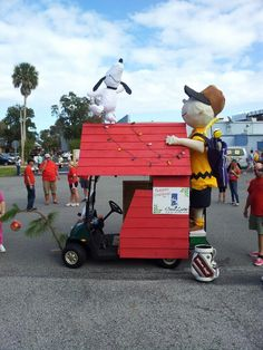 Charlie Brown Christmas Float. We could totally tweak this for an actual float @Jennifer Davis
