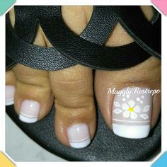FRANCES💅❤💅 Pretty Toe Nails, Pretty Toes, Pedicure Nail Art, Toe Nail Art, Toe Nail Designs, Iris, Leo, Finger, Toenails