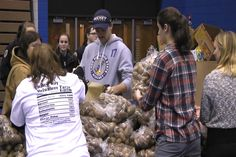 United Way Of The Eastern U Serves 350 Families Supplies For Thanksgiving Dinner