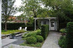 Hovenier in Hoeksche Waard voor tuinaanleg, tuinontwerp, tuinonderhoud en bestrating. Van der Waal Tuinen