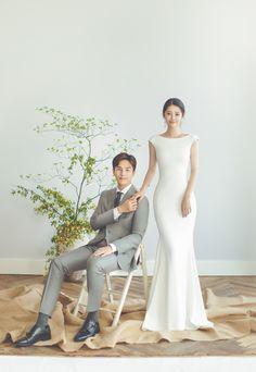 Source by geminizokro dresses ideas Pre Wedding Poses, Pre Wedding Photoshoot, Wedding Couples, Korean Bride, Korean Wedding Photography, Simple White Dress, Shower Dresses, Korean Fashion, Wedding Styles
