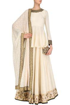 Indian Wedding Saree offers various range of long lehenga cholis for your wedding. Shop online for attractive long lehenga choli designs. Jacket Lehenga, Lehenga Skirt, Lehenga Choli, Bridal Lehenga, Lehenga Blouse, Saree, Sabyasachi, Choli Designs, Lehenga Designs
