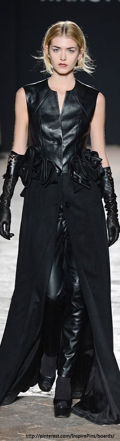 A superb mix of beautiful leather pants, long leather gloves and a smashingly powerful overskirt. Yes!