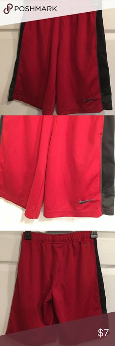 Nike Dri fit shorts Nike Dri fit shorts. Used condition few snags but not bad. Please see pictures Size m. Waist 24 inseam 8 Nike Bottoms Shorts