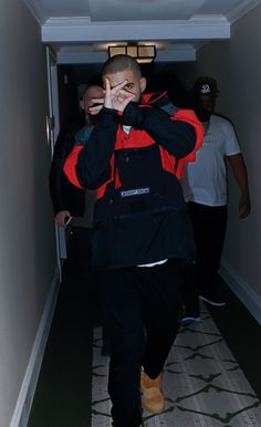 Drake Don Corleone/ trust me at the top it isn't lonely Rapper Wallpaper Iphone, Rap Wallpaper, Aubrey Drake, Drake Fashion, Fashion Outfits, Mens Fashion, Drake Wallpapers, Drake Drizzy, Wallpaper Iphone Disney