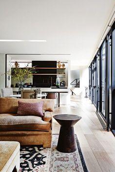 Black window frames Home Living Room, Living Area, Living Room Designs, Living Room Decor, Living Spaces, Dining Room, Apartment Living, Cozy Living, Kitchen Living