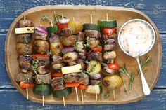 This is a perfect example of simple food done smart. Fire up the barbecue and get grilling with our Grilled Beef & Vegetable Kabobs. Kabob Recipes, Barbecue Recipes, Beef Recipes, What's Cooking, Cooking Recipes, Grilled Beef, How To Cook Potatoes, Sirloin Steaks, Kraft Recipes