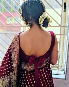 Ever since i was a little girl. Have been enchanted by this goregous tanchoi saree. This is Mogra. Indian Blouse Designs, Blouse Back Neck Designs, Fancy Blouse Designs, Bridal Blouse Designs, Sari Design, Choli Blouse Design, Silk Saree Blouse Designs, Blouse Patterns, Blouse Sexy