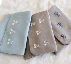 小さな作品ですが、それぞれイメージを持って作っています。 右:優しく賢い優等生 中:ふわっと可愛い 左:爽やかで運動神経抜群! こんな女の子をイメージしながら作ってます(^^) #刺しゅう #刺繍 #embroidery #handembroidery #移動ポケット #handmade #ハンドメイド #さくらんぼ #cherry #リボン #ribbon