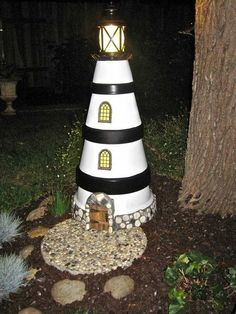 Building a lighthouse for the garden itself – ideas for maritime garden decoration - Garden Crafts Clay Pot Projects, Clay Pot Crafts, Diy Crafts, Garden Crafts, Garden Projects, Garden Art, Diy Garden, Pots D'argile, Clay Pots