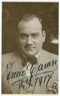 Enrico Caruso was an Italian operatic tenor. He sang to great acclaim at the major opera houses of Europe and the Americas, appearing in a wide variety of roles from the Italian and French repertoires that ranged from the lyric to the dramatic. Chiaroscuro, Classical Music Composers, Music Genius, Sounds Good To Me, Opera Singers, Artist Life, Conductors, No One Loves Me, Art Music