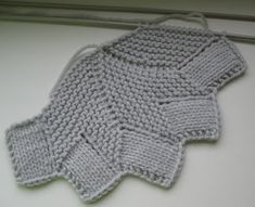 Share Knit and Crochet: Knit coaster patternShare Knit and Crochet Free Knit and Crochet Pattern It& not just craft, It& a love affairThis Pin was discovered by Hob I remember seeing this done when I was very young, at the time, in phentex lol Knitted Washcloth Patterns, Knitted Washcloths, Dishcloth Knitting Patterns, Knit Dishcloth, Knitting Stitches, Knitting Yarn, Knit Patterns, Baby Knitting, Knitted Hats