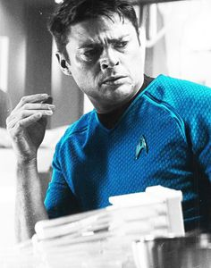 McCoy (Karl Urban) Star Trek/Star Trek Into Darkness