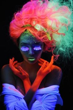 "Frisuren Trends – Neon Haare ""Glow in the dark"" Body Painting, Tinta Neon, Neon Gas, Pelo Multicolor, Rainbow Hair, Neon Rainbow, Neon Colors, Hair Colors, Abstract Photography"