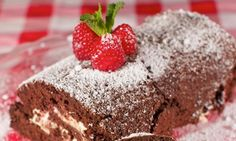Chocolate & Raspberry Roulade in a Vanilla Cream Vanilla Cream, Sweet Recipes, Nom Nom, Pudding, Chocolate, Baking, Cake, Desserts, Schokolade