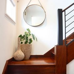 Enticing Staircase Landing Designs Applying Creative Ideas : Small Staircase Landing Decorated With Two Stylish Vases And Mirror On Wall Stair Landing Decor, Staircase Landing, Stair Decor, Staircase Design, Staircase Decoration, Staircase Contemporary, Modern Staircase, Wood Staircase, Stair Railing