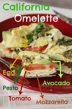 What a yummy idea to change up your breakfast: The California Omelette. Filled with avocado, tomato, mozzarella and pesto. Egg Recipes, Brunch Recipes, Low Carb Recipes, Breakfast Recipes, Cooking Recipes, Healthy Recipes, Asian Recipes, Breakfast Ideas, Healthy Eats