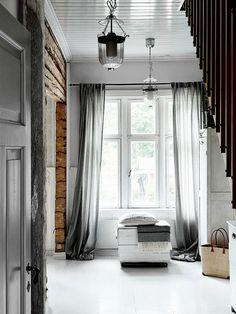 Rustic scandinav într-un colț de rai Decoration Inspiration, Interior Inspiration, Style Inspiration, Sleeper Wall, Shabby Home, Entrance Ways, Modern Rustic Interiors, Interior Exterior, Wooden Walls