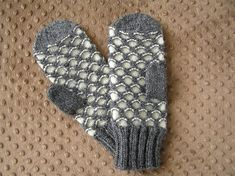 Ravelry: Newfie Mittens pattern by Nadine Reeves Crochet Mitts, Knitted Mittens Pattern, Knit Mittens, Knitted Gloves, Knitting Patterns Free, Free Knitting, Knit Crochet, Crochet Patterns, Free Pattern
