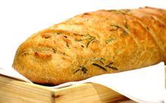Ingredientes  2 ramos de alecrim 1 xícara (chá) de água morna 2 xícaras (chá) de farinha de trigo 1 xícara (chá) de farinha de trigo integral 10 g de fermento seco para pão 3