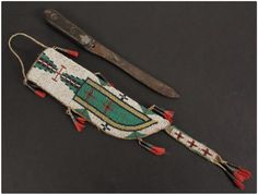 Нож и ножны, Равнины. Длина ножен 10 дюймов. Колекция Париж, Франция. Thomaston Auction. Ноябрь 2015.