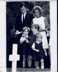 Ted joining Ethel in a visit to Bobby's gravesite on what would have been his birthday. Left to right- (back row) Ted, Ethel, (front row) Max, Christopher and Douglas. Les Kennedy, Ethel Kennedy, Jackie Kennedy, Greatest Presidents, American Presidents, Robert Kennedy Assassination, Familia Kennedy, Bobby S, John Junior