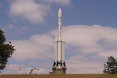O MAB tem réplicas em diferentes tamanhos dos foguetes da série VLS (Divulgação)