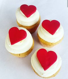 Valentine's cupcakes Special Occasion, Cheesecake, Cupcakes, Valentines, Treats, Desserts, Food, Valentine's Day Diy, Sweet Like Candy