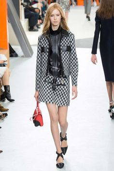 Louis Vuitton - Fall 2015 Ready-to-Wear - Look 21 of 49?url=http://www.style.com/slideshows/fashion-shows/fall-2015-ready-to-wear/louis-vuitton/collection/21