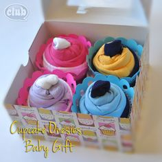 These Cupcake Onesies are a gorgeous Baby Shower gift and you'll also love the Baby Socks Flower Bouquet! Trendy Baby, Homemade Gifts, Diy Gifts, Homemade Baby, Cupcake Gift, Cupcake Bakery, Do It Yourself Baby, Cute Baby Shower Gifts, Cute Cupcakes