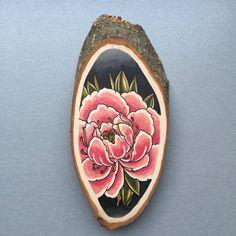 Wood slice with original drawing of a peony 'tattoo door Inkspirednl