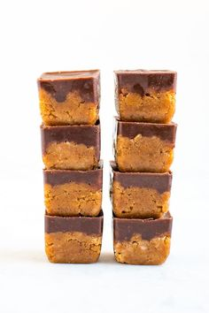 Get in your daily collagen with these two layer, fudgy pumpkin collagen bites. These collagen bites are no bake and high in protein -- a double win in my book. #protein #collagen #pumpkin #fudge #chocolate #eatingbirdfood Pumpkin Fudge, Pumpkin Spice Syrup, Pumpkin Recipes, Fall Recipes, Sweet Recipes, Chocolate Heaven, Protein Ball, Healthy Pumpkin, Brownie Bar