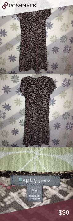 "💕HOST PICK💞Petite NEVER WORN APT 9 DRESS Dress was NEVER WORN is faux wrap aroun tie on side and is made for you tiny petite ladies. Was my moms she is 4' 11"" 112lbs. If that is you then this is just what I've been looking for Apt. 9 Dresses Midi"