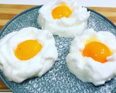 Fried eggs cook just like that. Russian Desserts, Russian Recipes, Vegetarian Cooking, Cooking Recipes, Shellfish Recipes, Egg Recipes For Breakfast, Incredible Edibles, How To Cook Eggs, Vegetable Recipes
