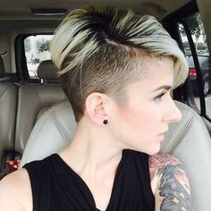 There is Somthing special about women with Short hair styles. I'm a big fan of Pixie cuts and buzzed cuts. Funky Hairstyles, Hairstyles Haircuts, Pixie Haircuts, Medium Hairstyles, Short Hair Cuts, Short Hair Styles, Short Punk Hair, Pixie Cuts, Haircut And Color